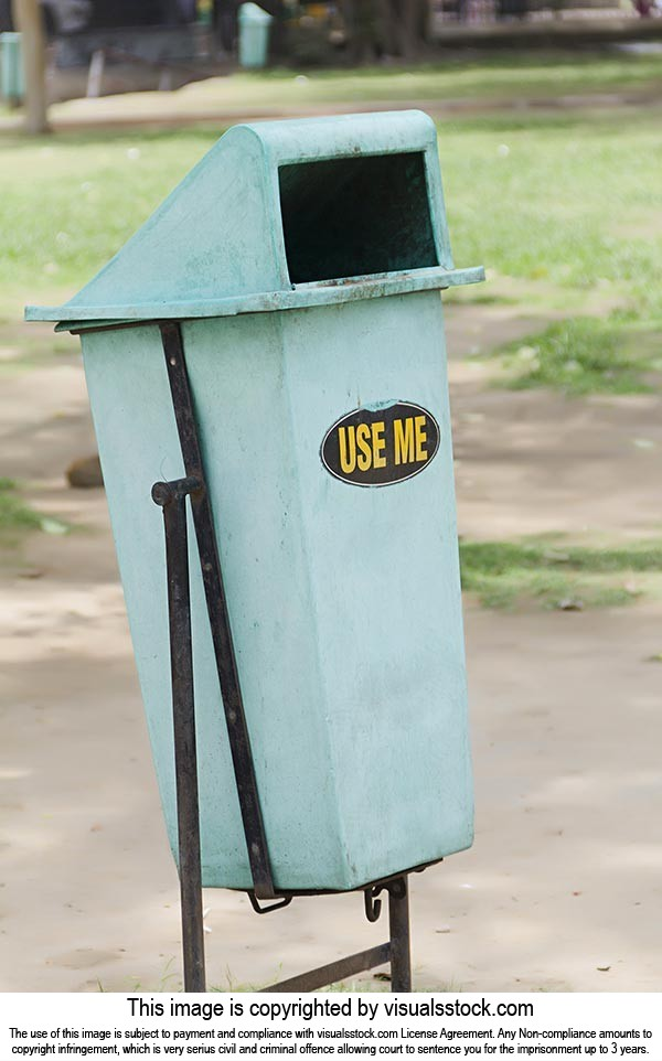 Absence ; Close-Up ; Color Image ; Day ; Dustbin ;