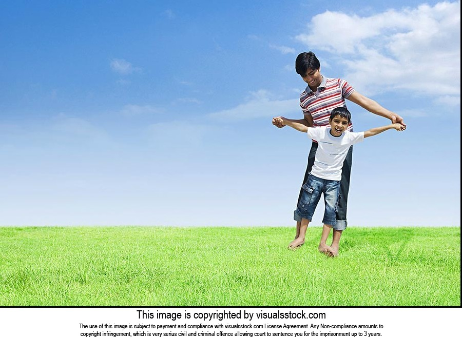 2 People ; 20-25 Years ; Arms Outstretched ; Balan