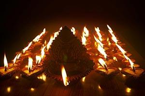 Abundance ; Arranging ; Black background ; Burning