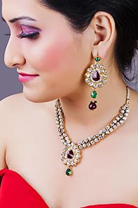 Beautiful Lady Necklace And Earring Design Wear