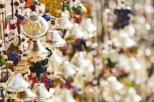 Abundance ; Arranging ; Arts ; Bells ; Close-Up ;