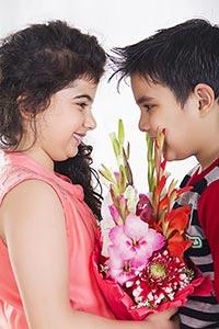 Kids Couple Bouquet Flower Valentine Day Proposing