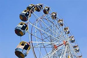 Amusement Park ; Blue Sky ; Color Image ; Creative