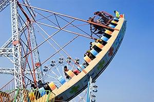 Amusement Park ; Blue Sky ; Cheering ; Color Image