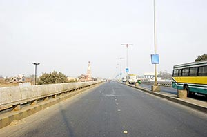 Bridge ; Bus ; City Life ; Color Image ; Day ; Del