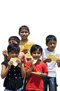 3-5 People ; Biting ; Bonding ; Boys ; Carefree ;