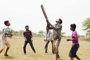 3-5 People ; Action ; Adult Man ; Bat ; Batsman ;