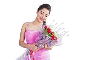 1 Person Only ; 20-25 Years ; Beautiful ; Bouquet