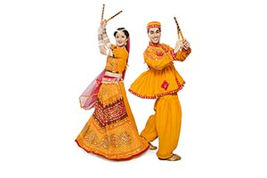 Gujrati Couple Performing Dandiya Raas Navratri