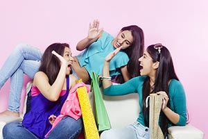 Girls Friends Shopping Clapping At home