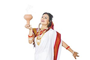 Bengali Woman Dhunuchi Dance