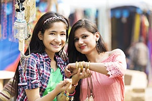 Teenagers Girls Stall Mela Necklace Shopping Retai