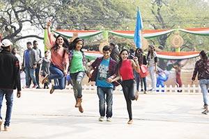 College Friends Surajkund Travel Enjoy Weekend Act