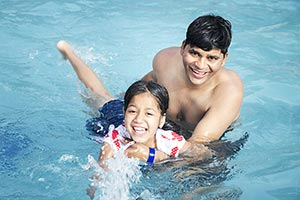 Happy Father Kid Daughter Swimming Pool Waterpark