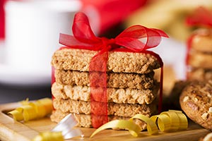 Arranging Bakery Biscuit Tied Up Ribbon Gift Surpr