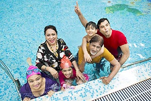 Indian Big Family Bathing swimming pool Hotel havi
