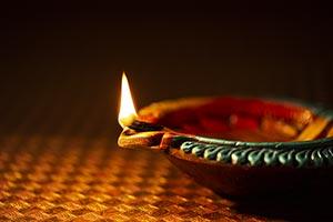Burning ; Celebrations ; Close-Up ; Color Image ;
