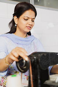 1 Person Only ; 25-30 Years ; Adult Woman ; Bindi