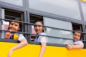 3-5 People ; Bus ; Carefree ; Classmate ; Color Im