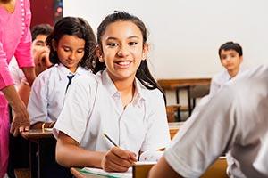 Adult Woman ; Book ; Classmate ; Classroom ; Color